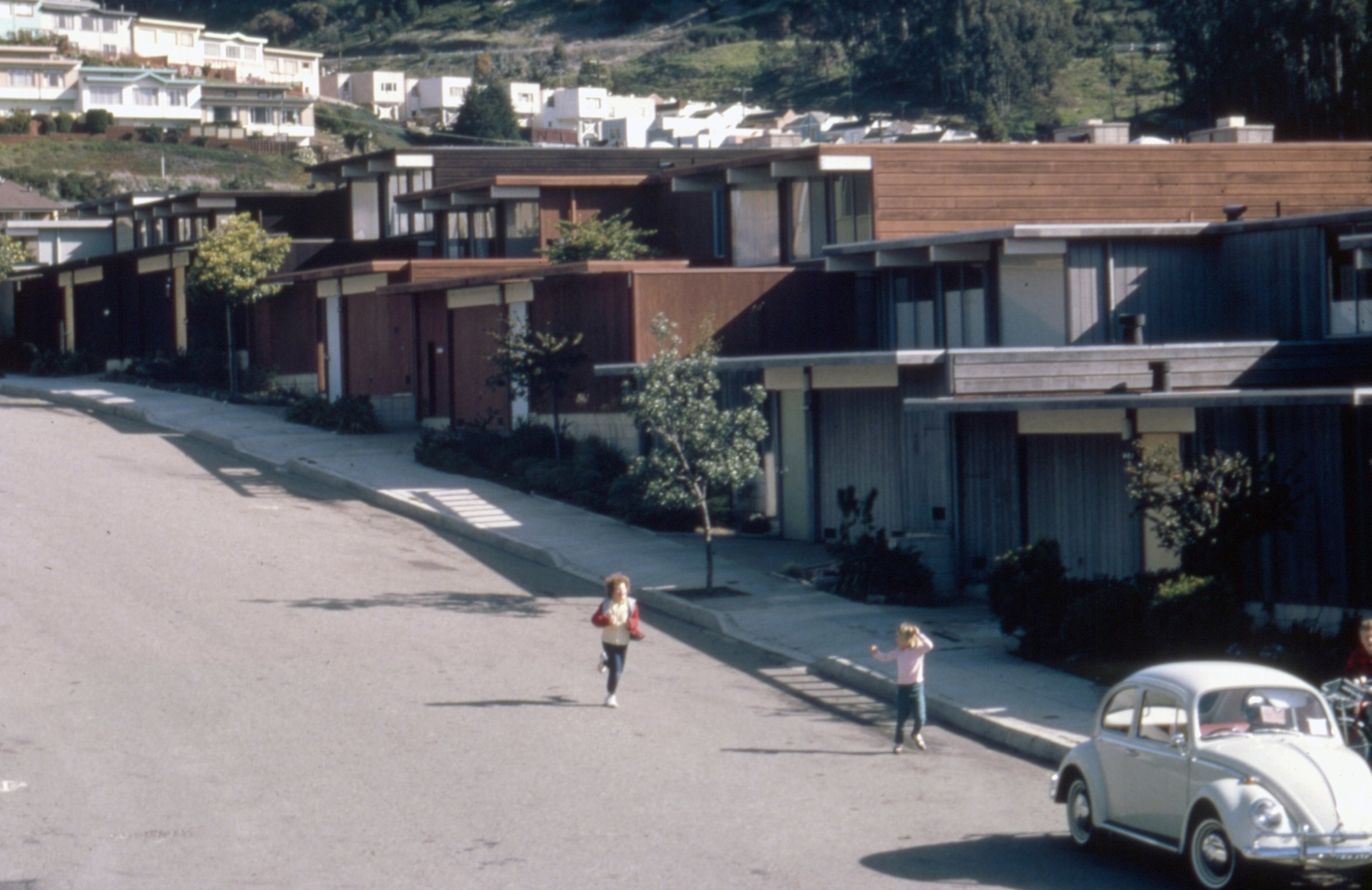 Claude Oakland for Eichler Homes, Inc. on Amber Drive, c. 1965. [San Francisco History Center, San Francisco Public Library]
