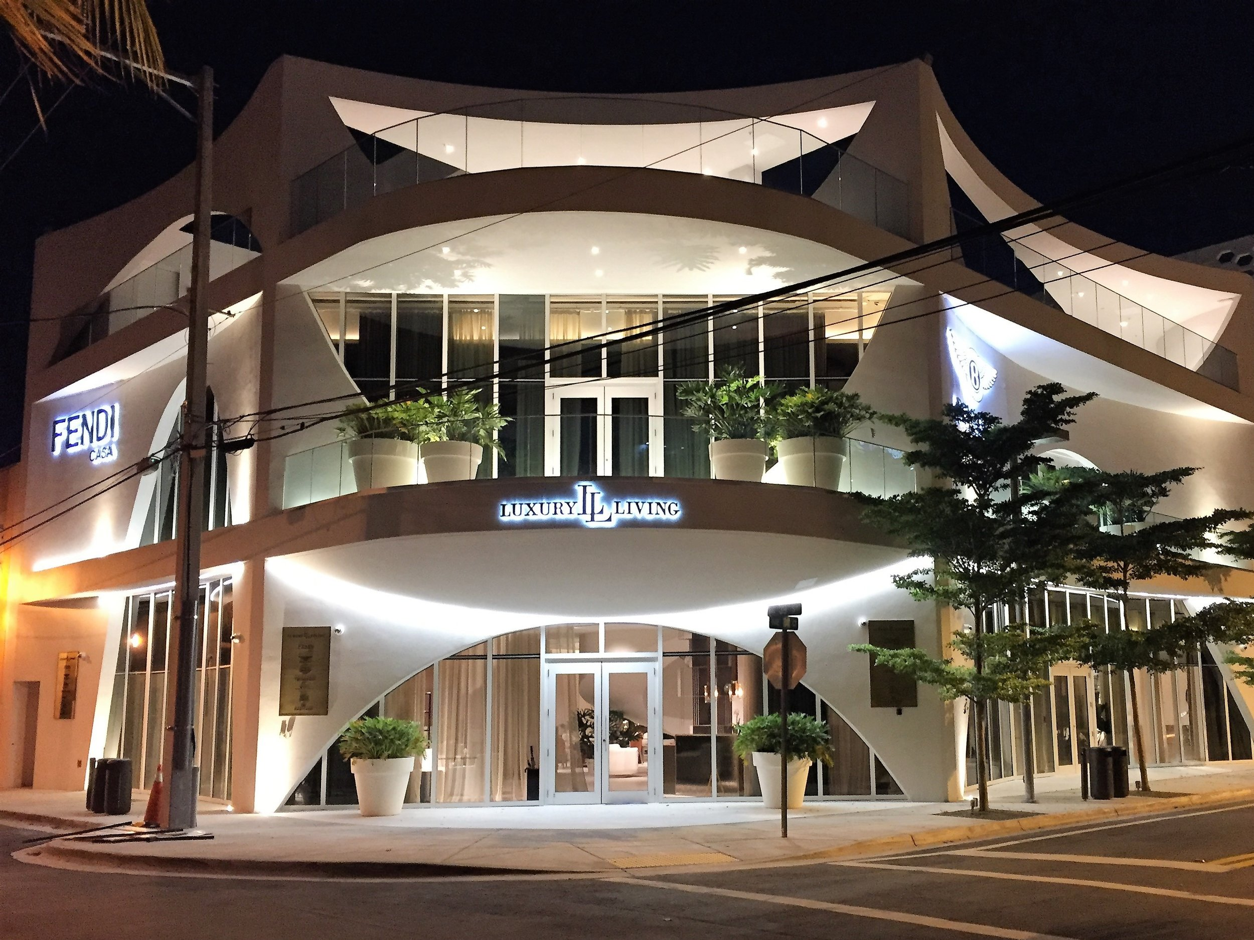 Luxury Living Flagship store in the Miami Design District, making use of the flexible VENUS product from LED Linear.