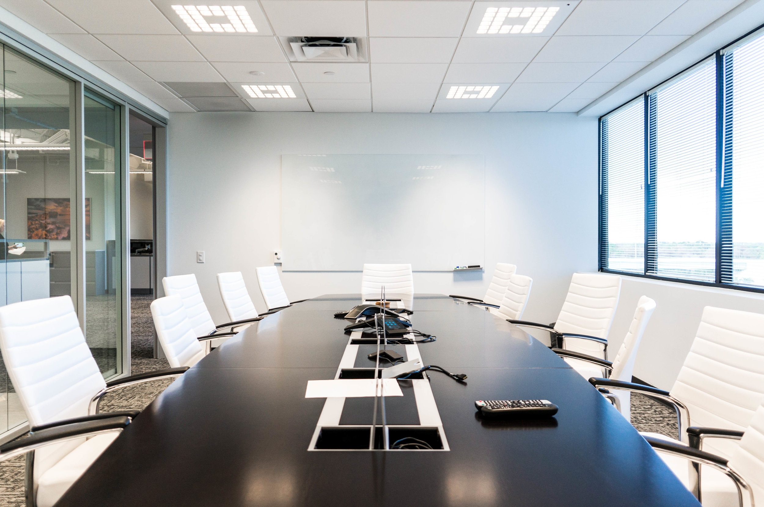 Located in Palm Beach Gardens, the new regional office for the global engineering firm, Golder Associates is where birse/thomas Architects, selected the Mirel LED fixture from Zumtobel, both suspended as well as the 2x2 layin version.