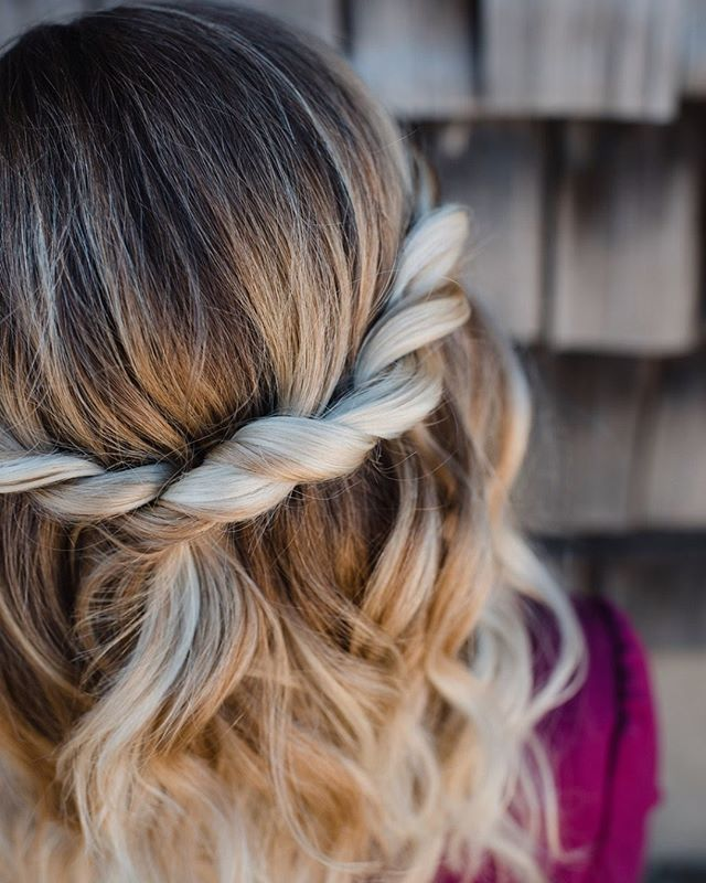 We love the way this rope braid highlights the balyage. Hair by @hdelzani * * * * * #hairposts #modernsalon #weddinghair #braids #latherlovesweddings #hairbyhaleyd #hairbrained #handpainted #balyage #cle #masterofbraids #rockyriverstylist #haircolor #hairstyle #beyondtheponytail #hairsquad #hairofinstagram #thepowerofgoodhair #cleveland #hairdressersthatslay #hairoftheday #localgirlgangcle