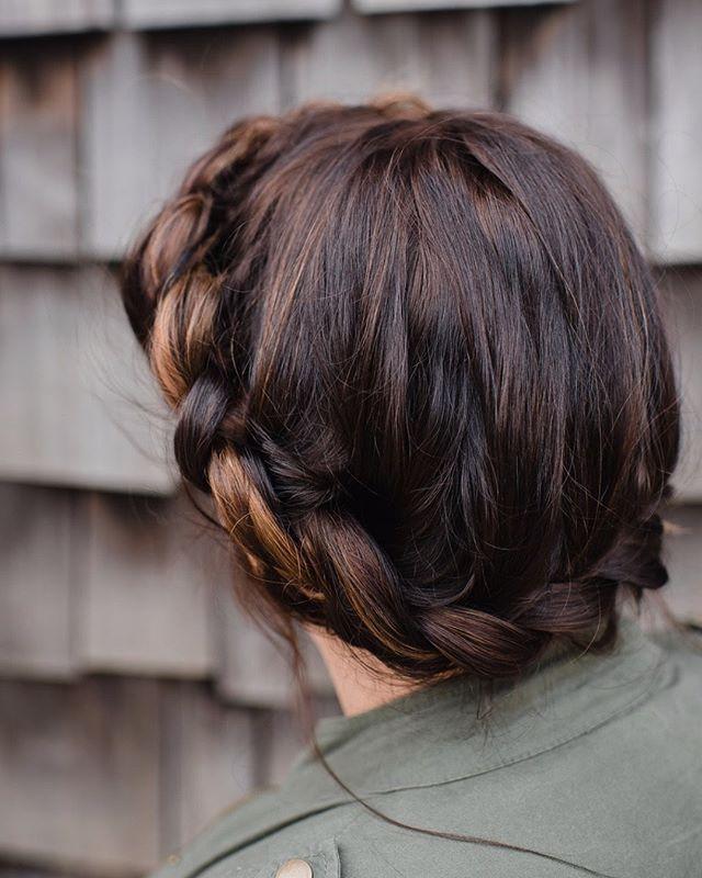 Bridal hair inspiration 💞 Hair by @hdelzani * * * * * #hairposts #bride #bridalhair #modernsalon #weddinghair #braids #latherlovesweddings #hairbyhaleyd #hairbrained #handpainted #balyage #cle #masterofbraids #rockyriverstylist #haircolor #hairstyle  #hairsquad #hairofinstagram #thepowerofgoodhair #cleveland #hairdressersthatslay #hairoftheday #localgirlgangcle