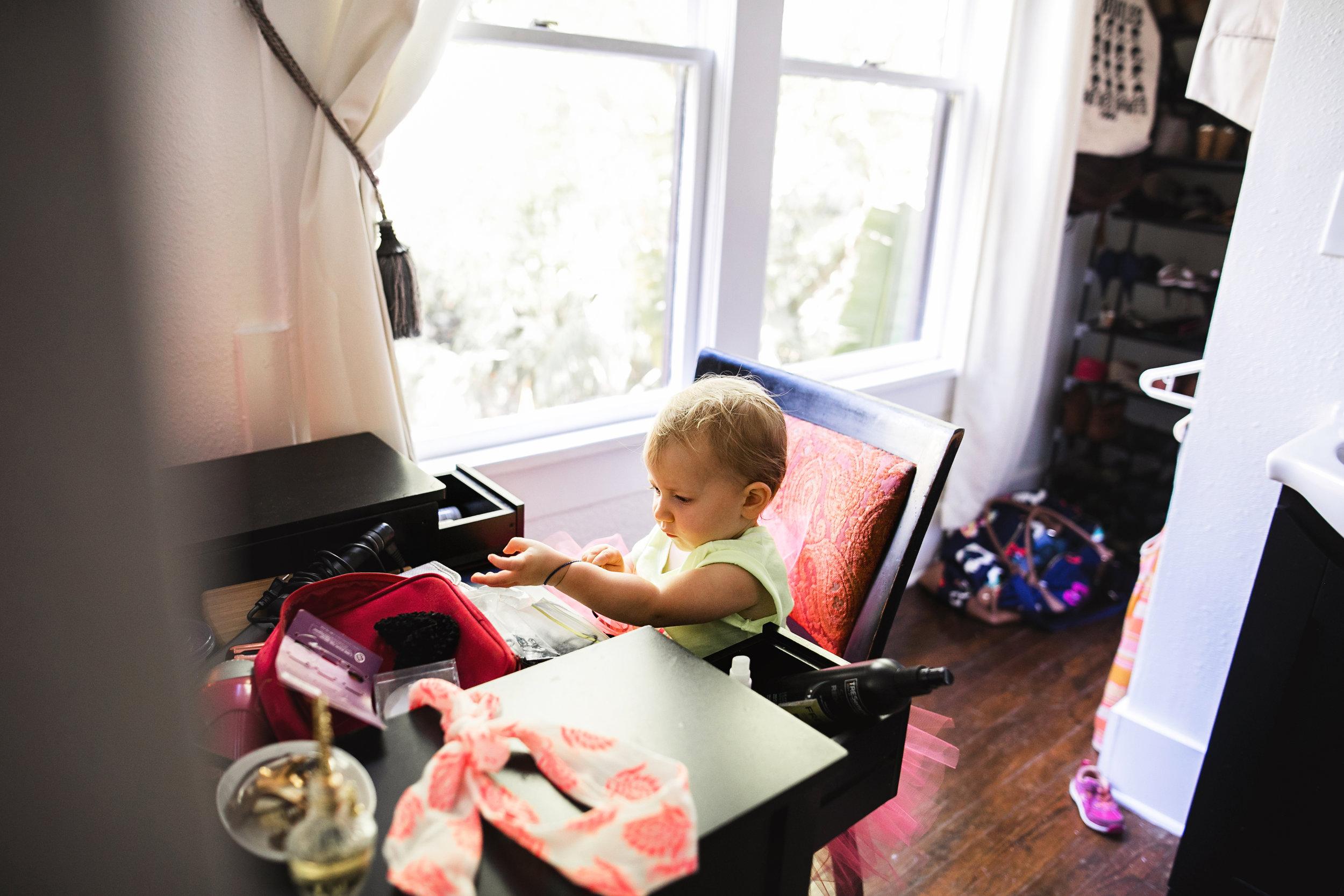 baby plays with hair ties at moms vanity-(ZF-0126-04493-1-047).jpg