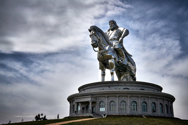 Khasar_S_ChingisStatue_Tuv_Mongolia_Spring_2016+2.jpg