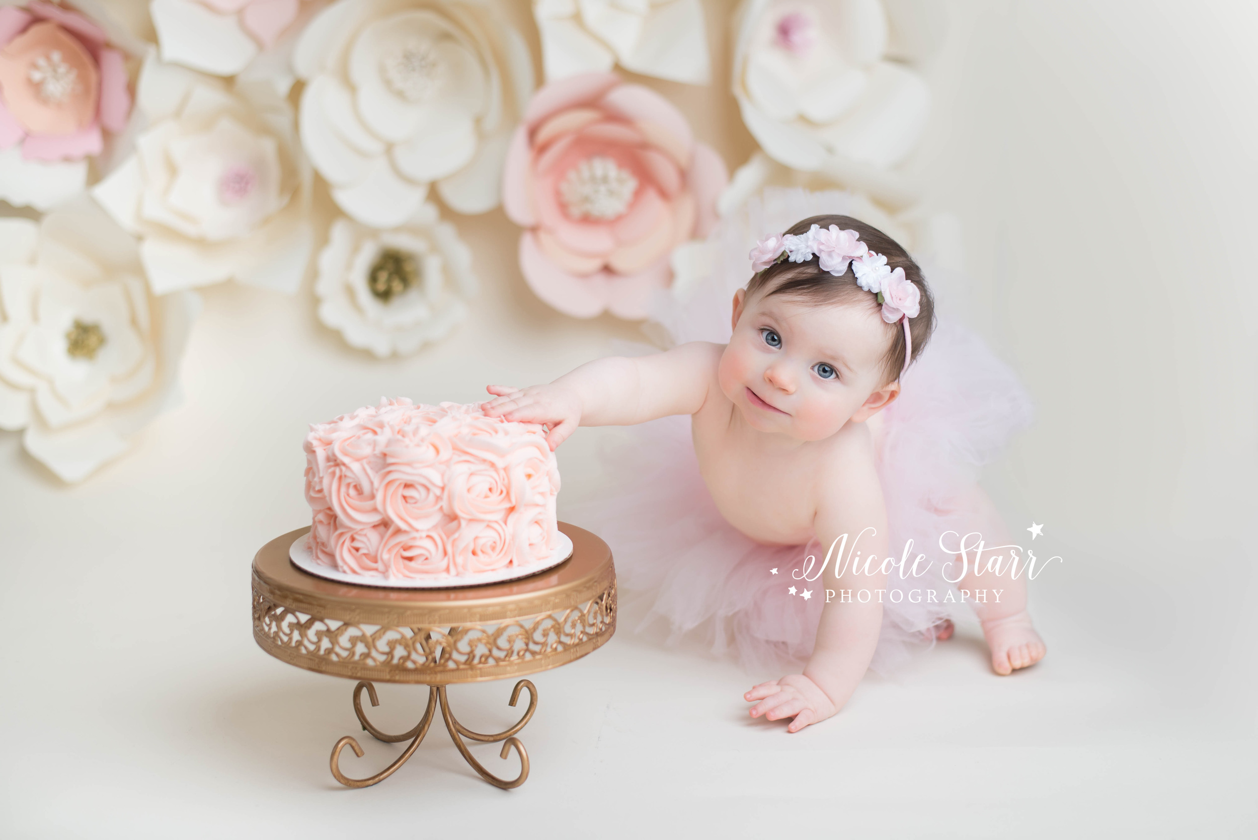 whimsical cake smash photo shoot