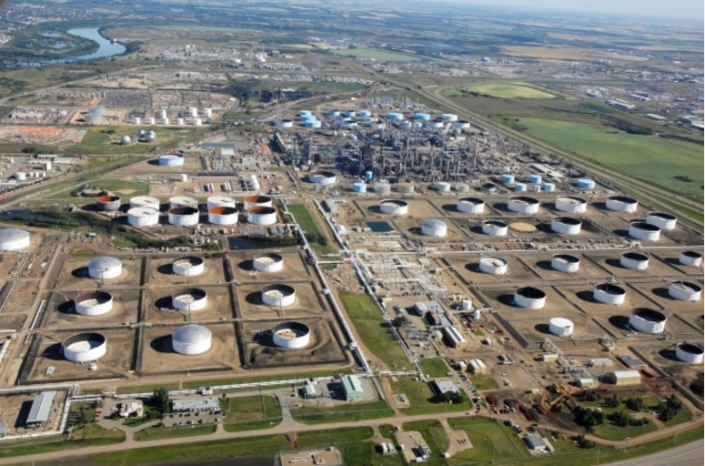 The Kinder Morgan Refinery in Edmonton, Alberta. Note how close it is to the Saskatchewan River (top left) (Credit: Tychnowicz).