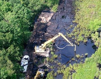 Spill at Talmadge Creek near the Kalamazoo River (Credit: EPA)
