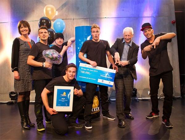 Dansegruppen Absence Crew fra Bergen mottok Gullsekken for for beste produksjon i 2012. Foto: Norsk Tipping