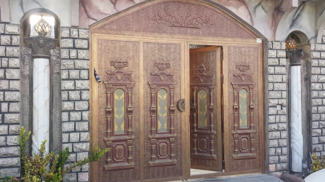 beautiful gate (640x360).jpg