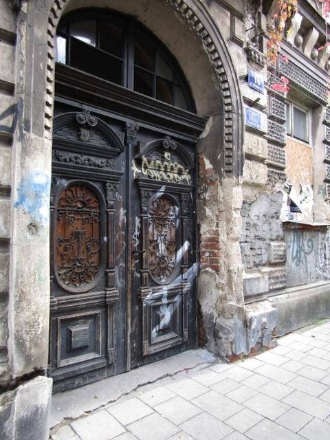 ancient meets grafitti (480x640).jpg