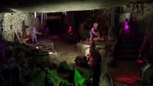 Wieliczka Salt Mines (3) (640x360).jpg