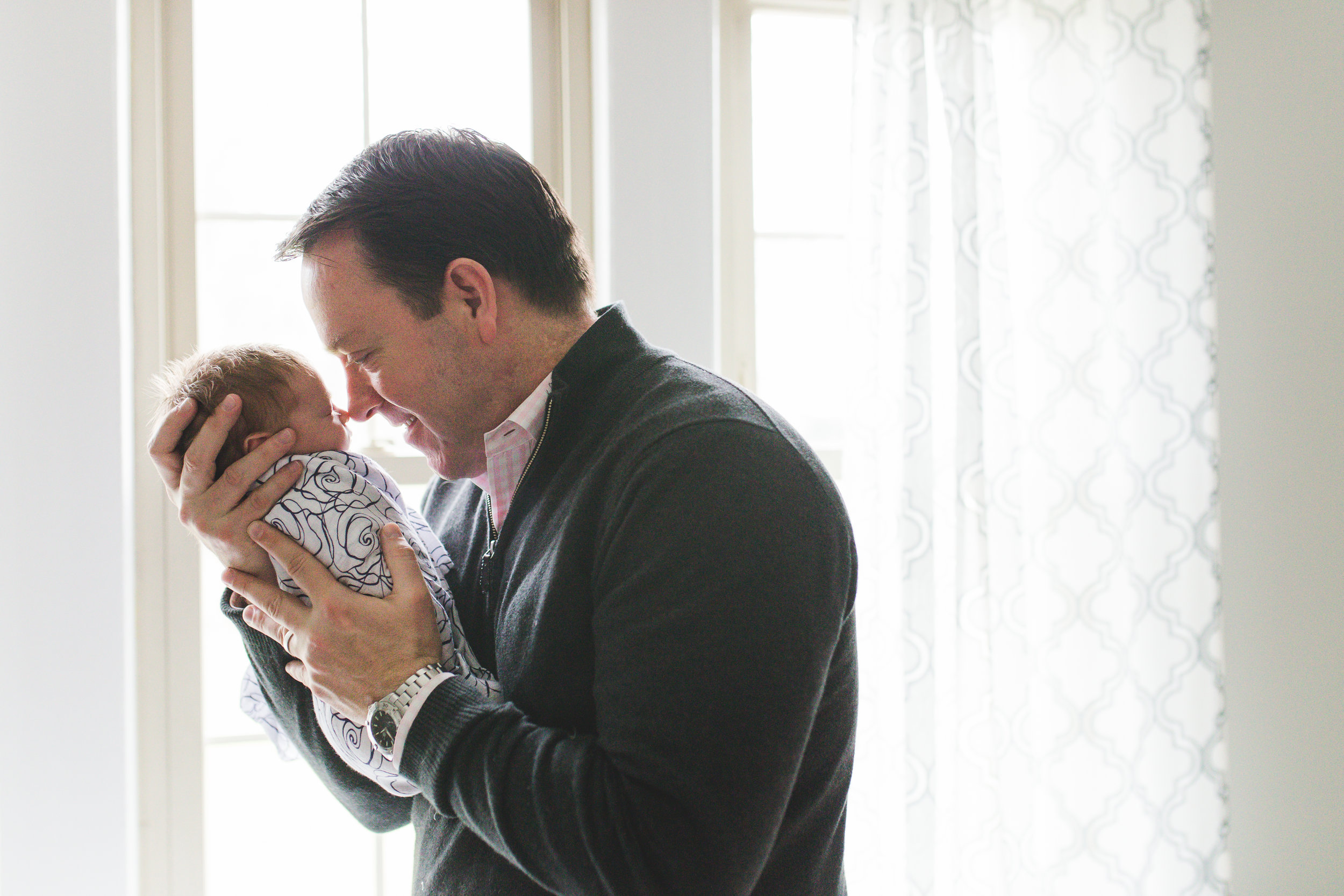 Nassau county newborn photographer who comes to home