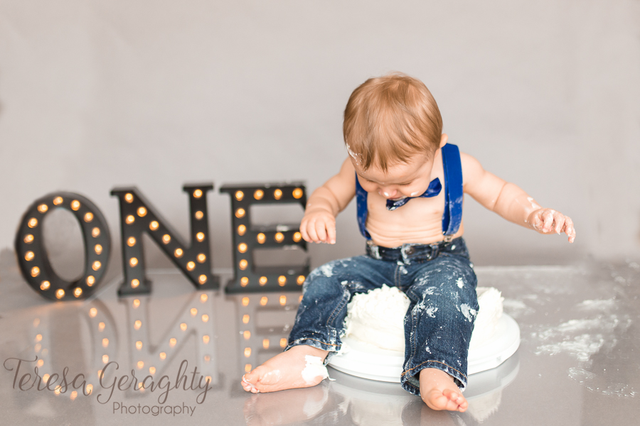 First birthday cake smash photographer in nassau county