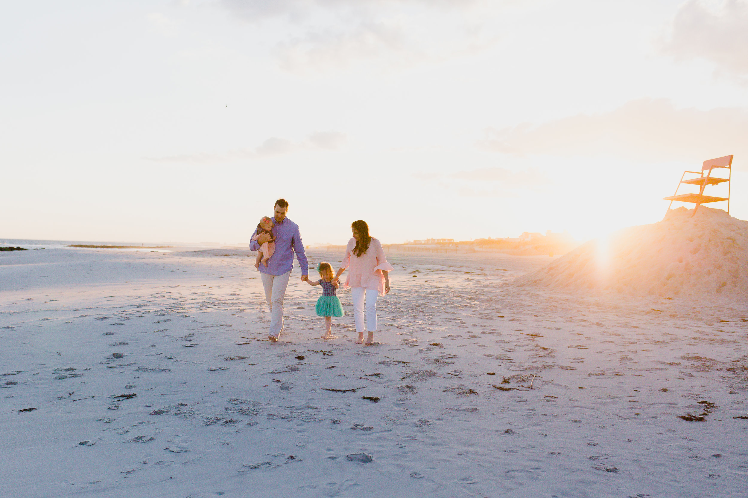 natural and relaxed family beach photos