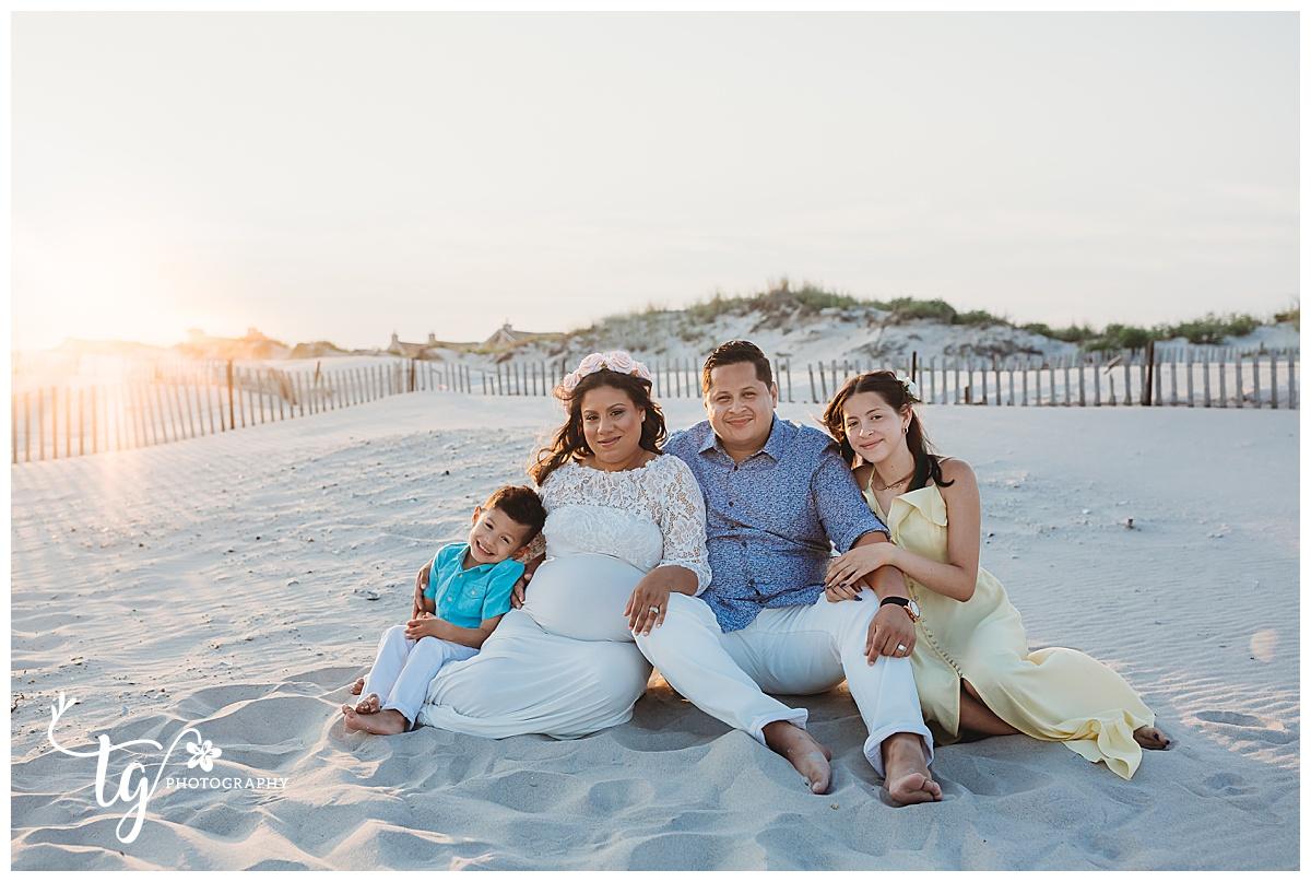 photographer for beach maternity photos