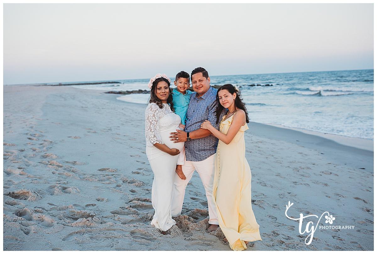 beach family maternity photographer