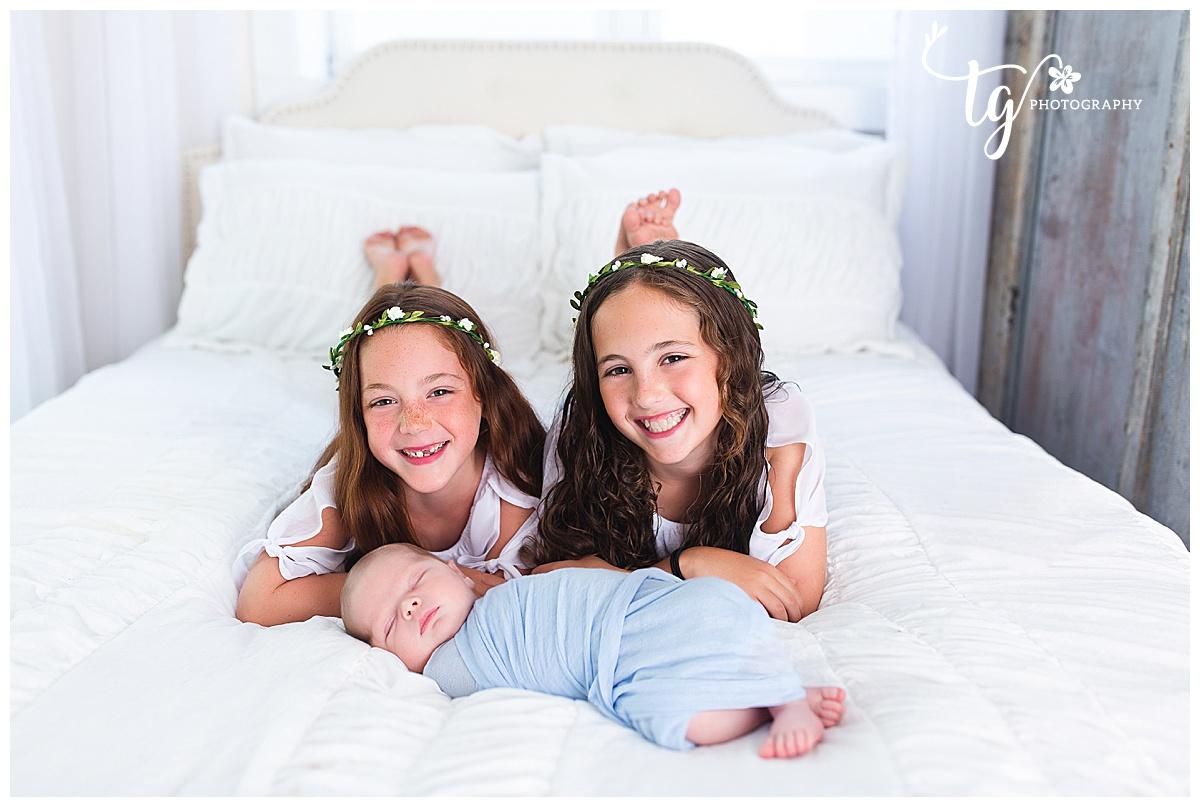 sibling newborn photo session