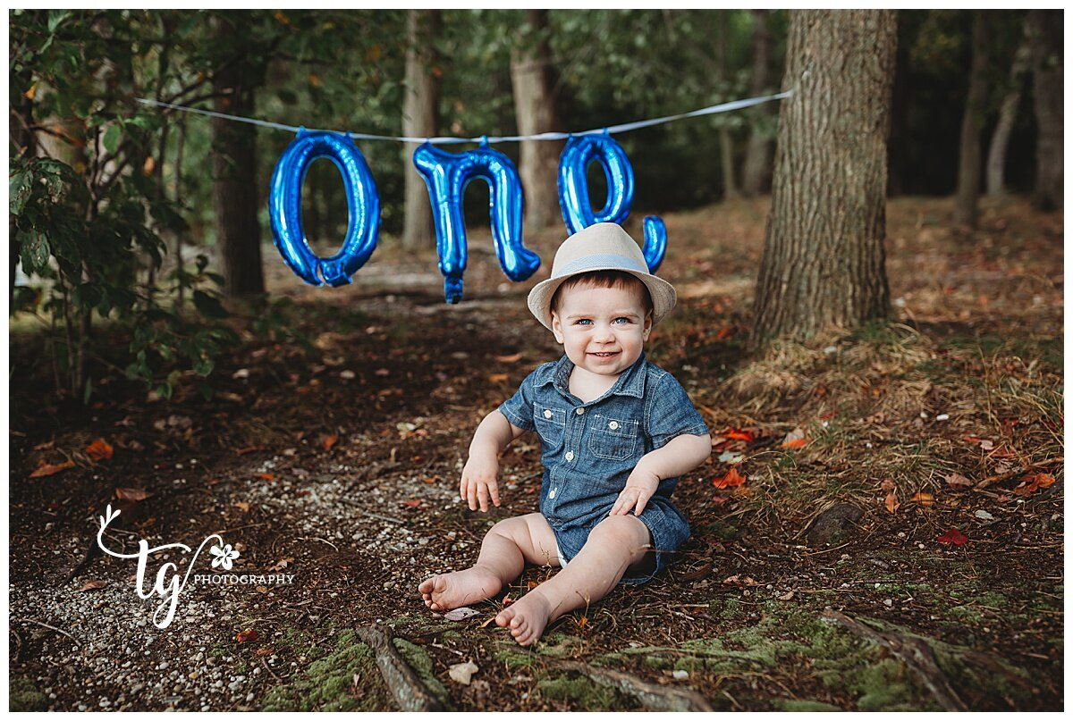 outdoor first birthday photo session