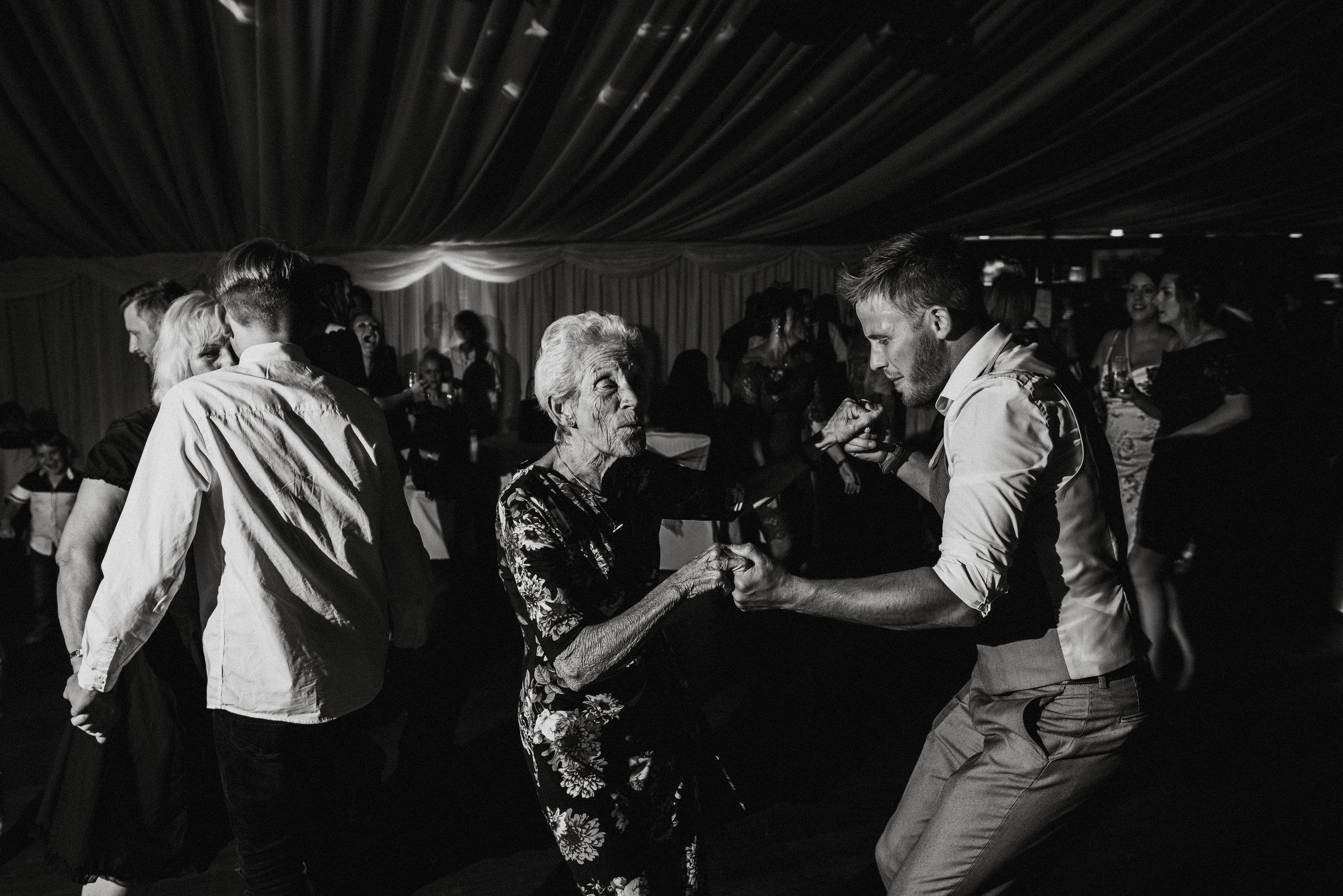 wedding-photographer-carnmarth-hotel-newquay-16.jpg
