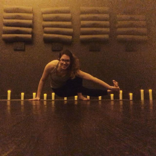 blurry, but i promise you'll have at least this much fun if you come to free @lululemon yoga tonight at garden city in cranston! 8-9 pm, byo mat. 🤘@thebarreandyogaexperience #lululemon #gardencitycenter