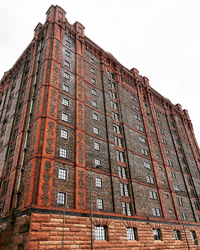 With a floor area of over 1.5 million sq.ft. Tobacco Warehouse is the largest heritage to residential conversion in UK history. Find out more at TobaccoWarehouse.co.uk #worldsbiggestbrickwarehouse #liverpool #luxuryapartments #loftstyleliving #tobaccowarehouse #stanleydock #regentroad #dockroad #warehousehome #industrialdecor #heritagebuilding #architecture #unescoworldheritage #waterfronthomes