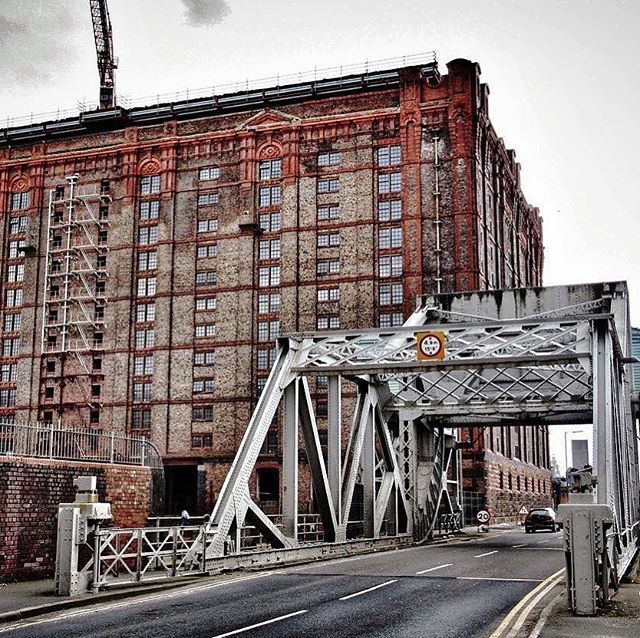 The Tobacco Warehouse at Stanley Dock is the largest brick warehouse in the world. Currently being renovated into luxury apartments. ‬ ‪Photo by @the_lancashire_vvitch  _________________________________ #liverpool #stanleydock #liverpooldocks #tobaccowarehouse #worldsbiggestbrickwarehouse