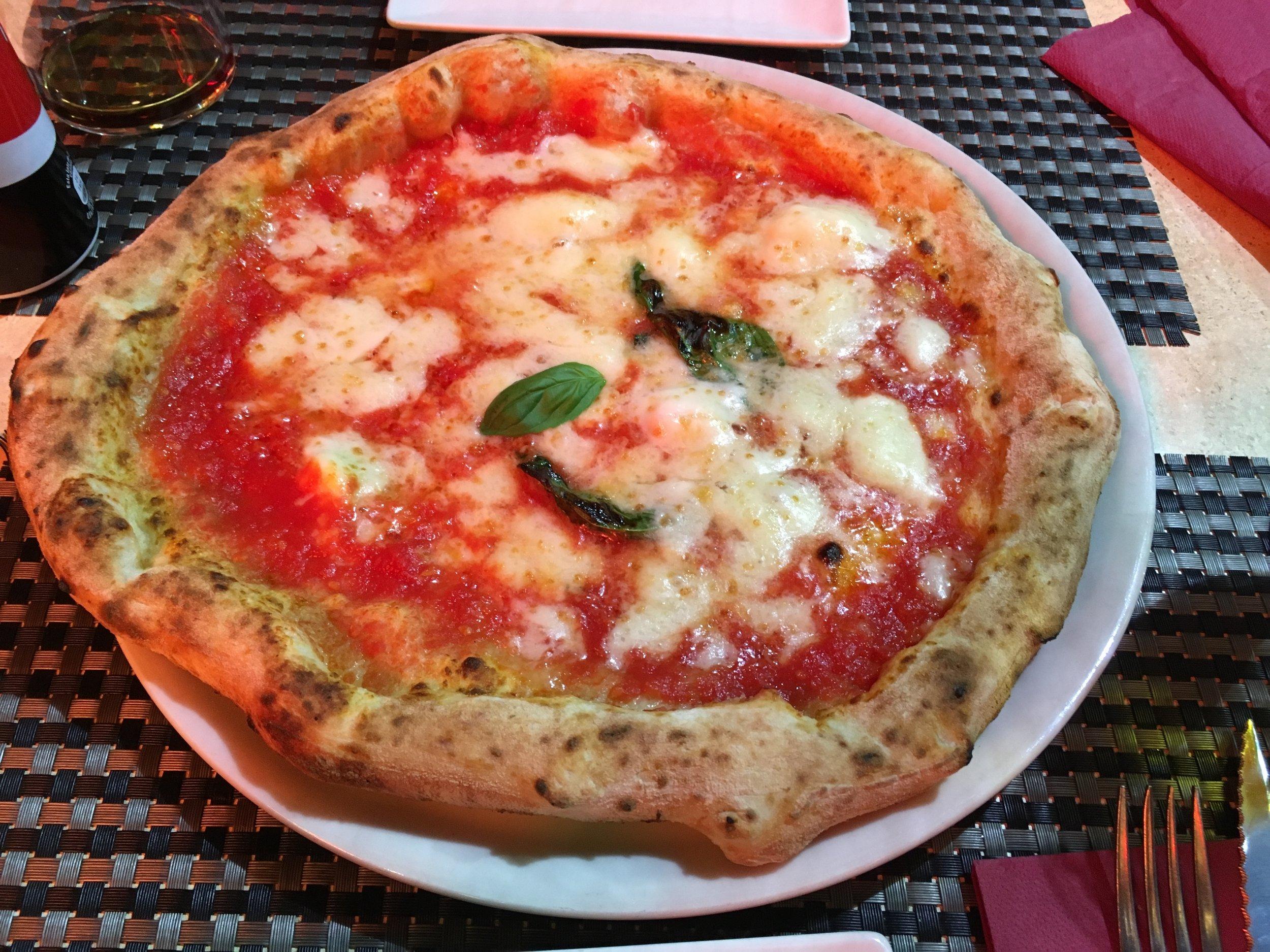 Reina Pizzeria Napoletana Margherita