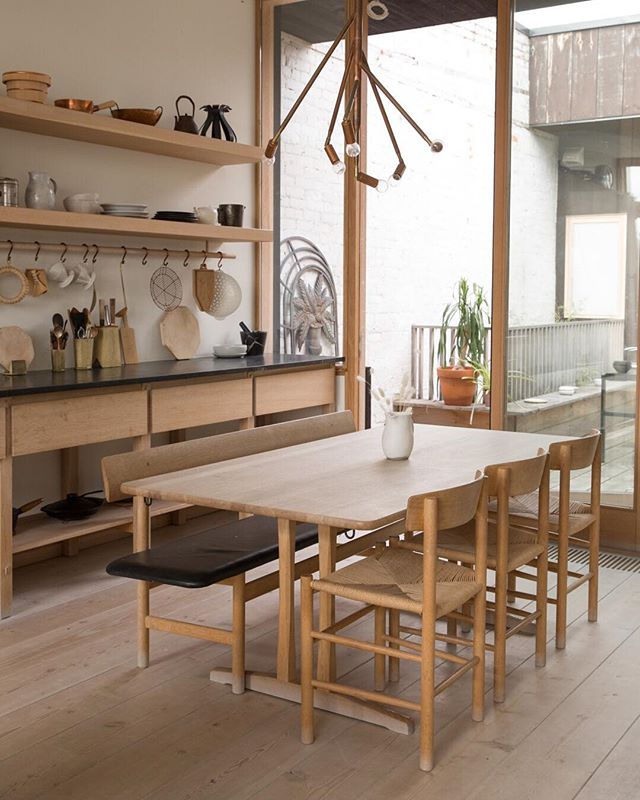 A little kitchen inspiration to polish off this dreary as heck Monday & inspire you to make something fantastic for dinner. ⠀⠀⠀⠀⠀⠀⠀⠀⠀ I love the fusion of Japanese- danish design in the @mjolkshop apartment - it's the interior design equivalent of a quiet morning.  So still & gorgeous.