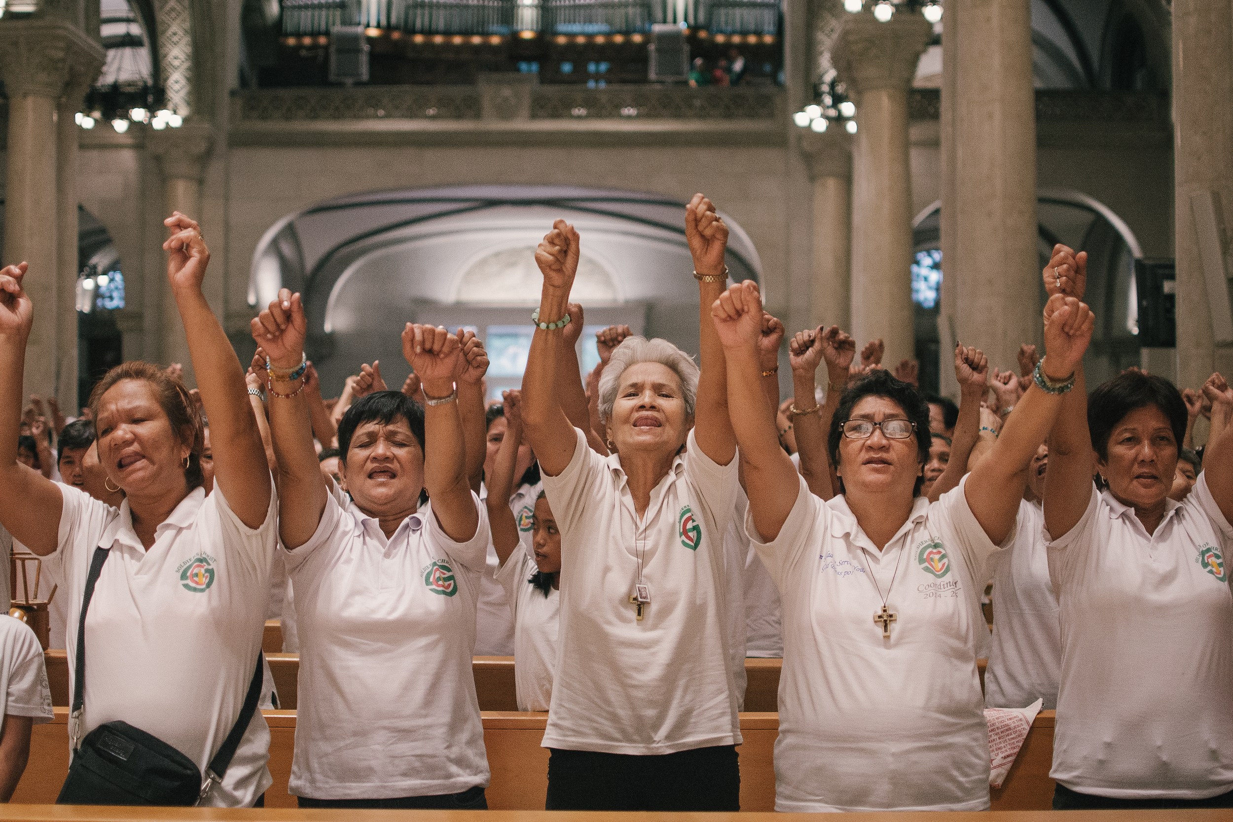 Filipino Christians sing songs of praise in a Marian recollection conducted to prepare for the Apostolic visit of  Pope   Francis.   The   recollection was held at Metropolitan Basilica Cathedral of Manila, Intramuros where Pope Francis held mass with religious officials.