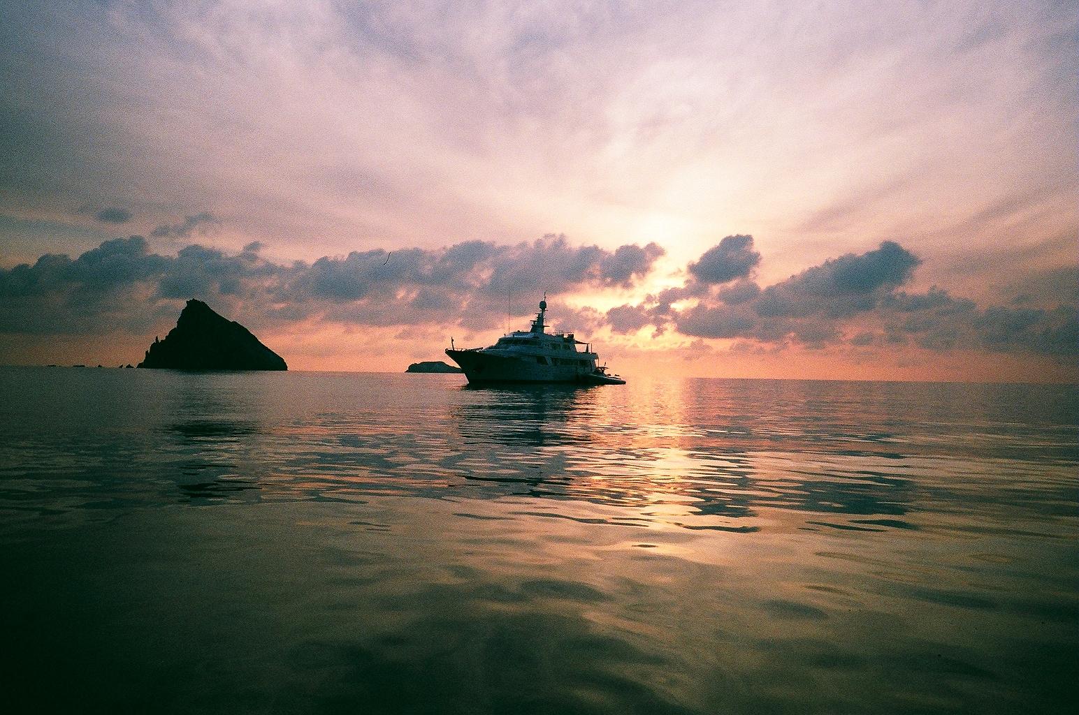 sandy-ley-catamaran-sailing-aeolian-islands-italy