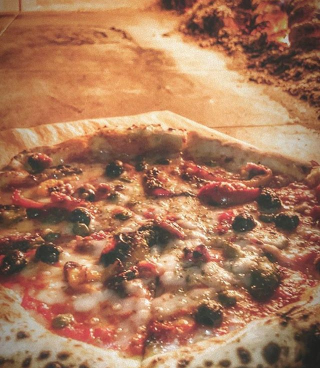Yumm yumm. #vegan #pizza #hackney