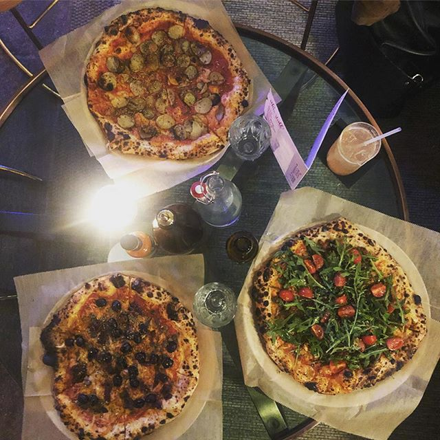 #Pizza #cocktails all #vegan. What else would we want? #veganpizza in #hackney inside @abqlondon 👊🏼