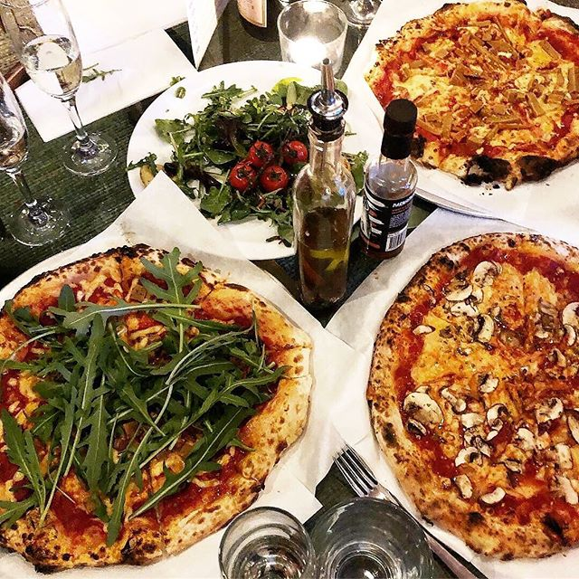 Thank you  @vegannoms @saintveganpizza is inside the super cool @abqlondon where you can cook your own cocktails breaking bad style 👩🏻‍🔬 The restaurant is at the back and is chilled and cosy serving an all vegan menu of pizza and salads. We ordered the Funghi, Calabaria, Carne and a fresh tomato and potato salad. The cheese was some of the better vegan pizza cheese I've tried, not too sticky with a subtle mozzarella flavour. The Carne was my favourite, with the meats being very flavouful and the Funghi a close second. The Calabaria promised vegan bean nduja but I didn't really get much of that flavour wise which was a shame. However all the pizzas had an amazing sourdough crust which was perfect dipped into homemade chilli sauce 👌🏻 Even the salad was one of the best salads I've had in a while thanks to the nicely seasoned potatoes. This is exactly the kind of vegan food I want to keep eating, so Saint, you've now gotta pizza my heart 😘😉🍕 . . . . . #veganfood #whatdoveganseat #vegan #veganfoodshare #veganlife #plantbased #foodphotography #vegansofig #veganlife #veganfoodporn #govegan #vegangirl #animals #dairyfree #love #earthlings #veganfortheanimals #vegano #friendsnotfood #instavegan #vegannoms #foodie #nomnom #snack #foodporn #foodlover #londonvegan #vegansofldn #pizza #veganpizza