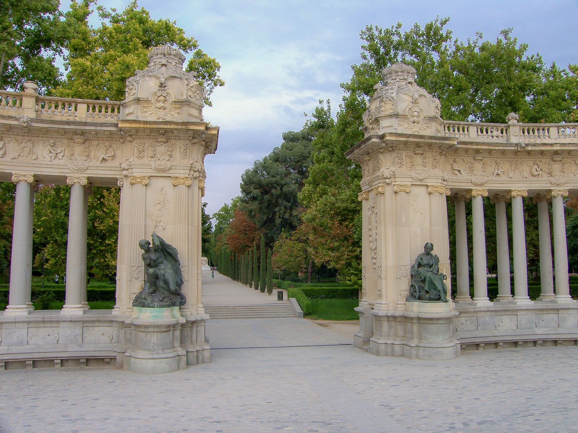 monument-177125_1920.jpg