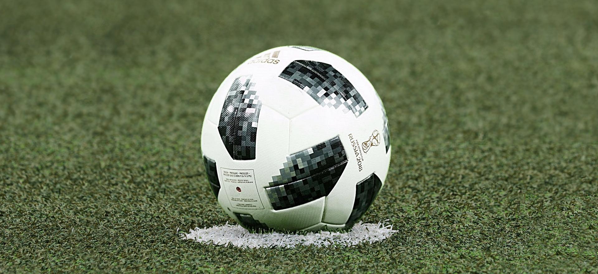 football-3475163_1920.jpg