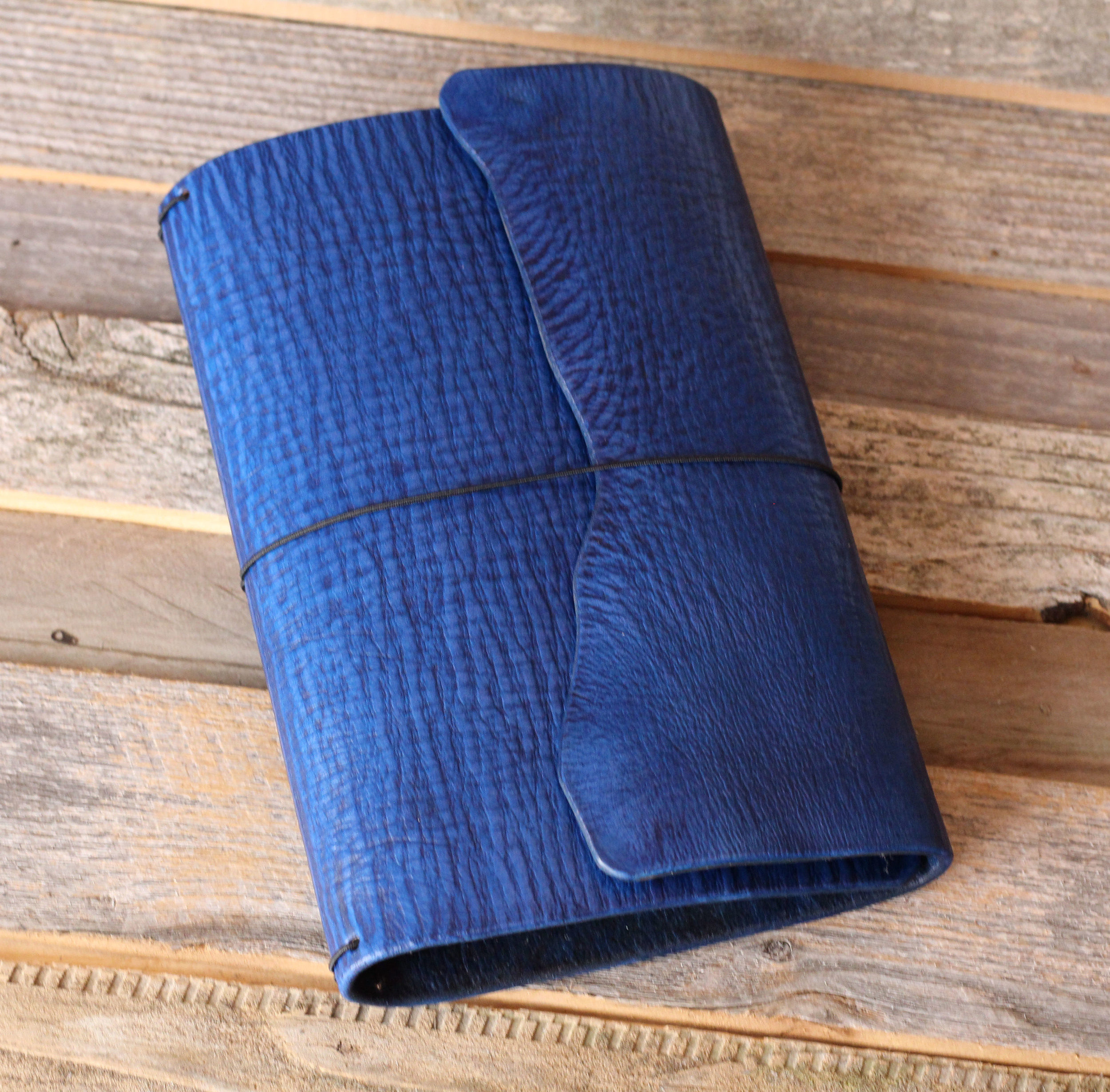 Standard Wrap Leather Quill with Natural Edge in the color Navy.
