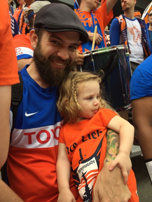 Fox and his daughter checking in on The Bailey before the match.