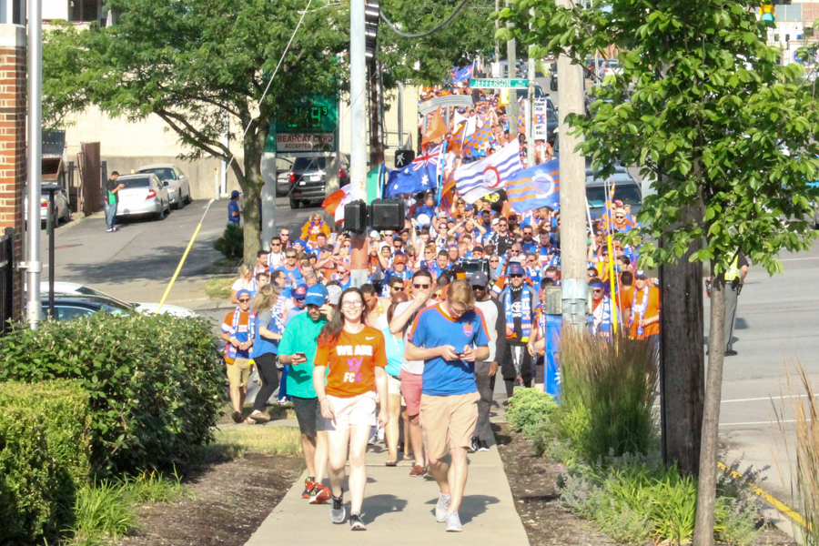 A supporters' march spanning multiple city blocks eventually translated into a crowd of 30,000+
