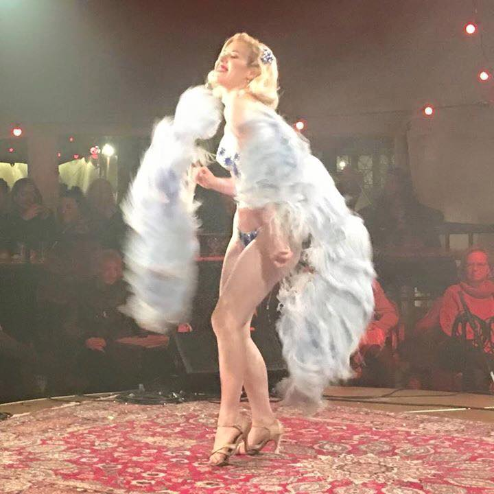 Miss Fay Mensink en de klassieke waaierdans...