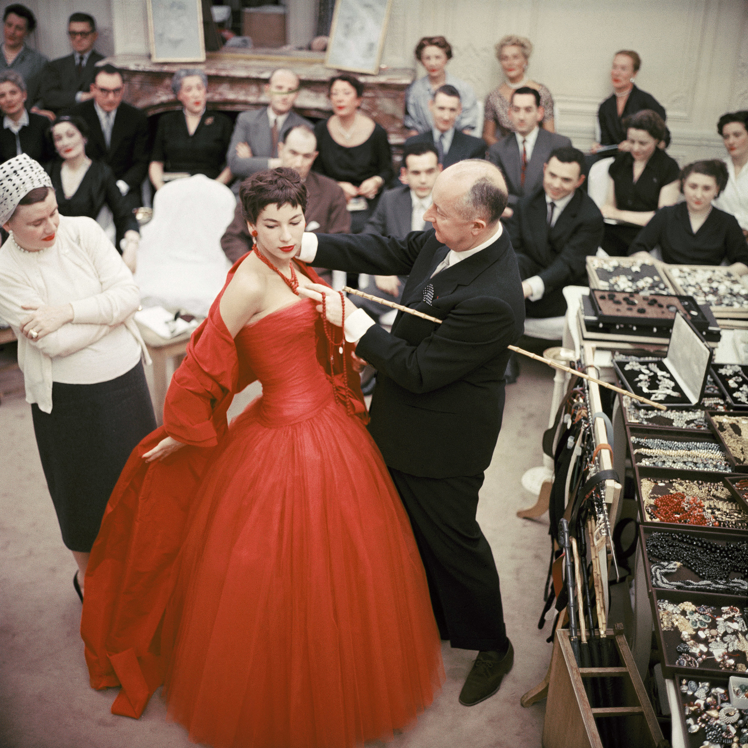 Christian Dior and his team during a fitting.l