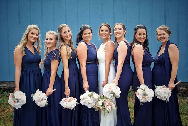 Hey laaaddiiess!! #weddingphotography #bridalportraits #bridalparty #bridesmaids #girlfriends #weddingphotographer #vows  #LindelofPhotography #LPwedding #LPcouples #washingtonphotographer #2018wedding #ido