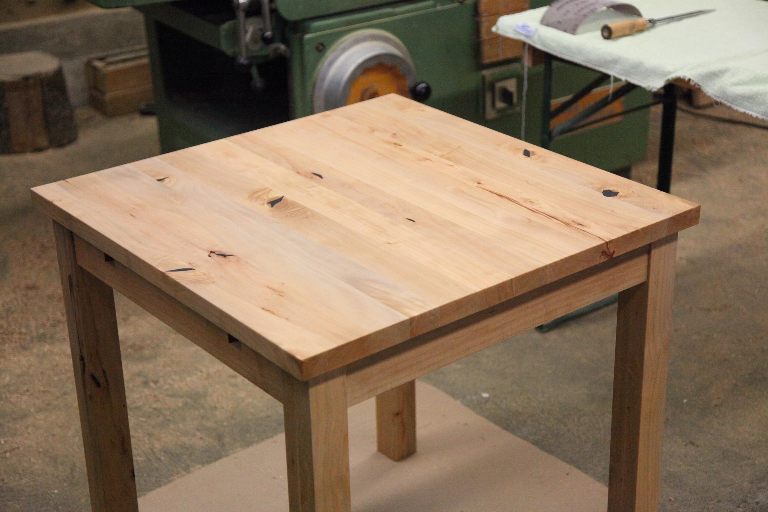 Gartentisch (überdacht) aus massivem Birnbaumholz. Mit Ansteckplatten auf die Größe 140 x 70 cm erweiterbar