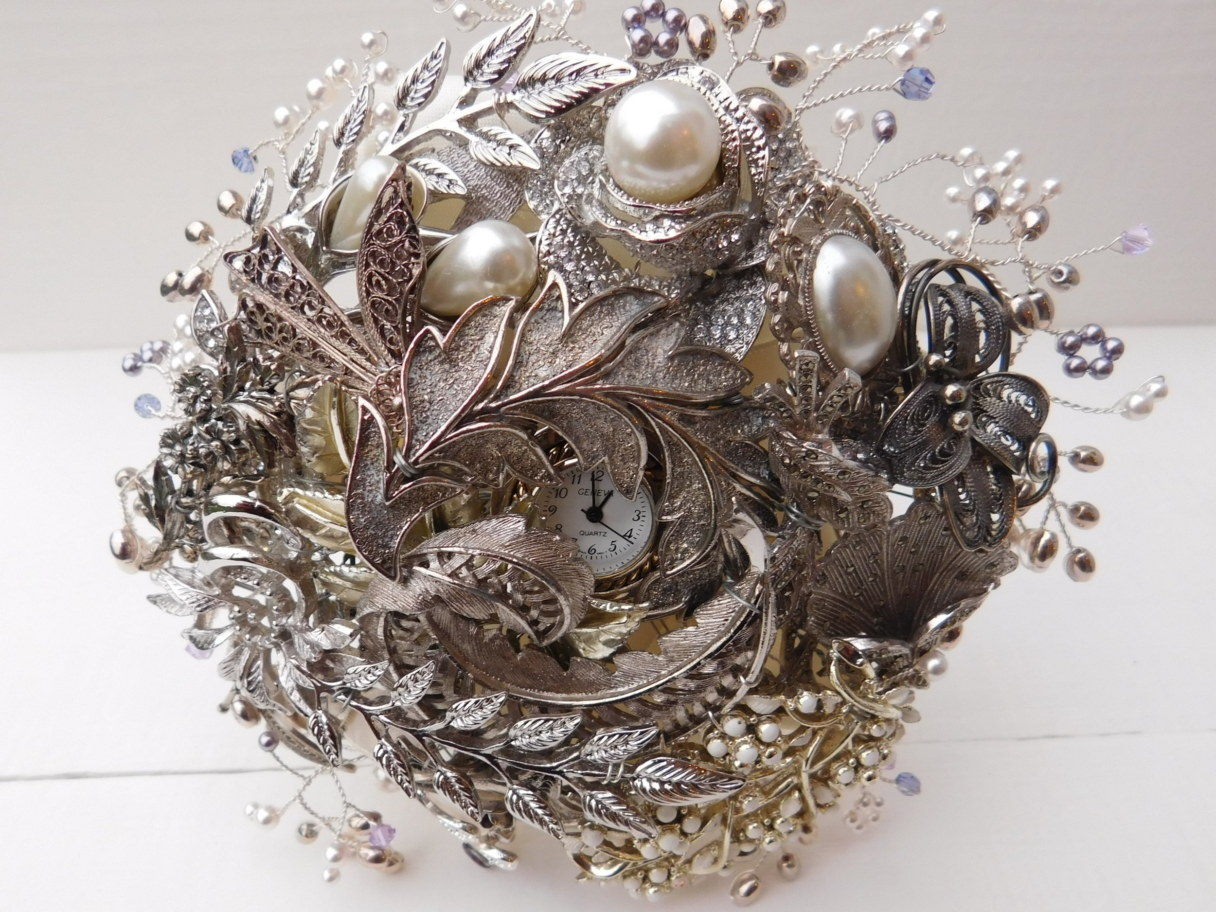 Silver brooch bouquet.jpg