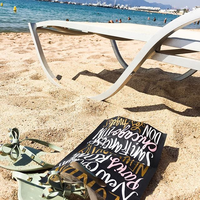Soaking up the last of Summer☀️☀️☀️ #beachbumlife #voxivoyage #travelmore ##beachbags🌴💋