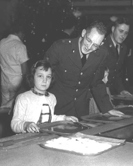 Serving line with a soldier at Christmas, 1950