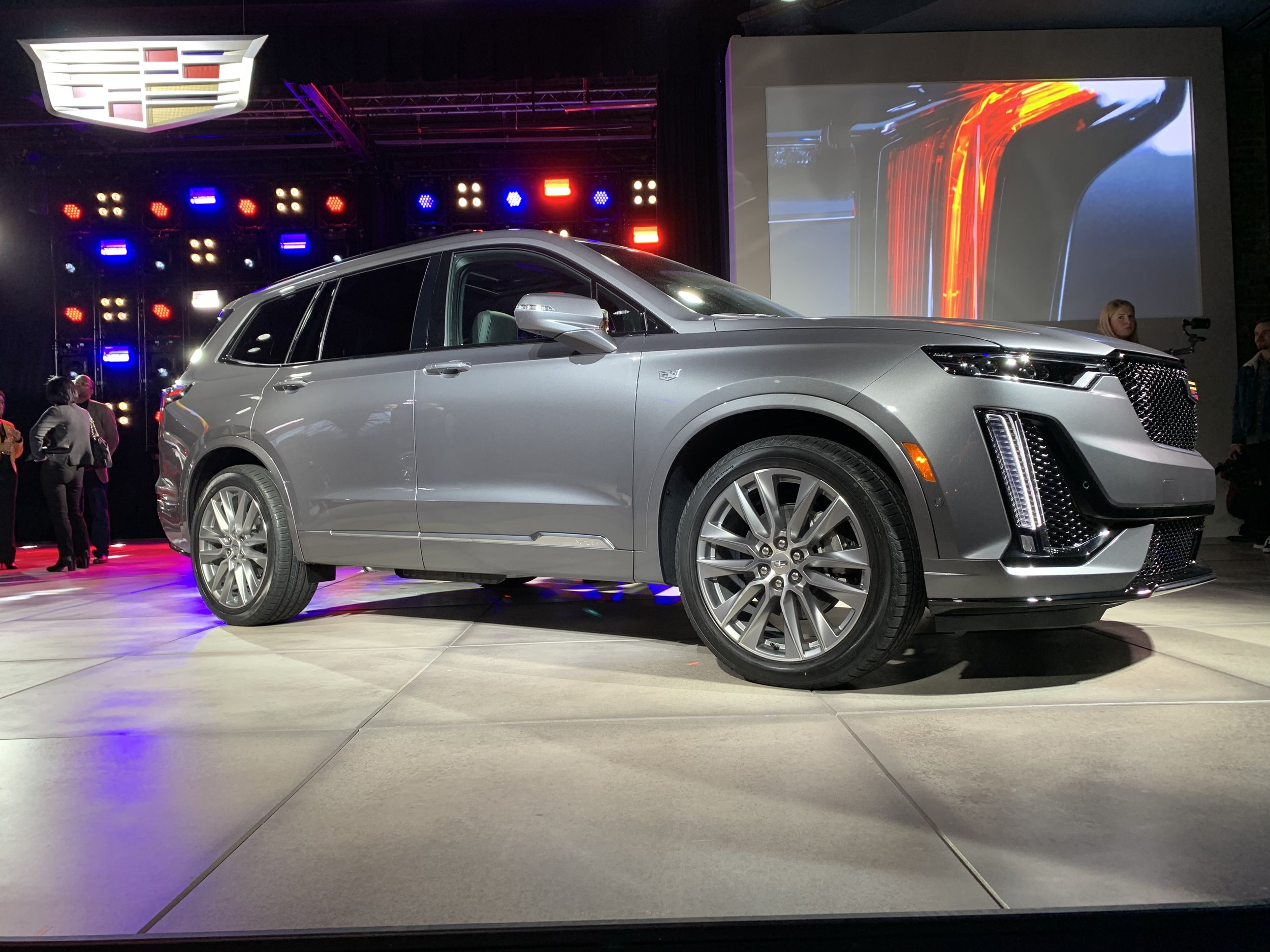 The new Cadillac 2020 XT6 will be available in mid-2019.
