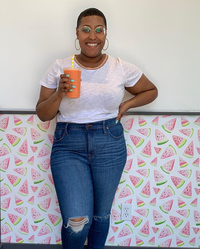 On Day 2 of our #StratfordOntario trip, the ladies and I made a visit to @thepulpfreshbar for some refreshing smoothies and veggie bowls! With this 90° weather we're having in Detroit today, I wish I could get one shipped to me! Lol. Click the link in my bio to read more about our second-day adventures in Stratford! ☀️ #StratfordAlwaysOn #sponsored