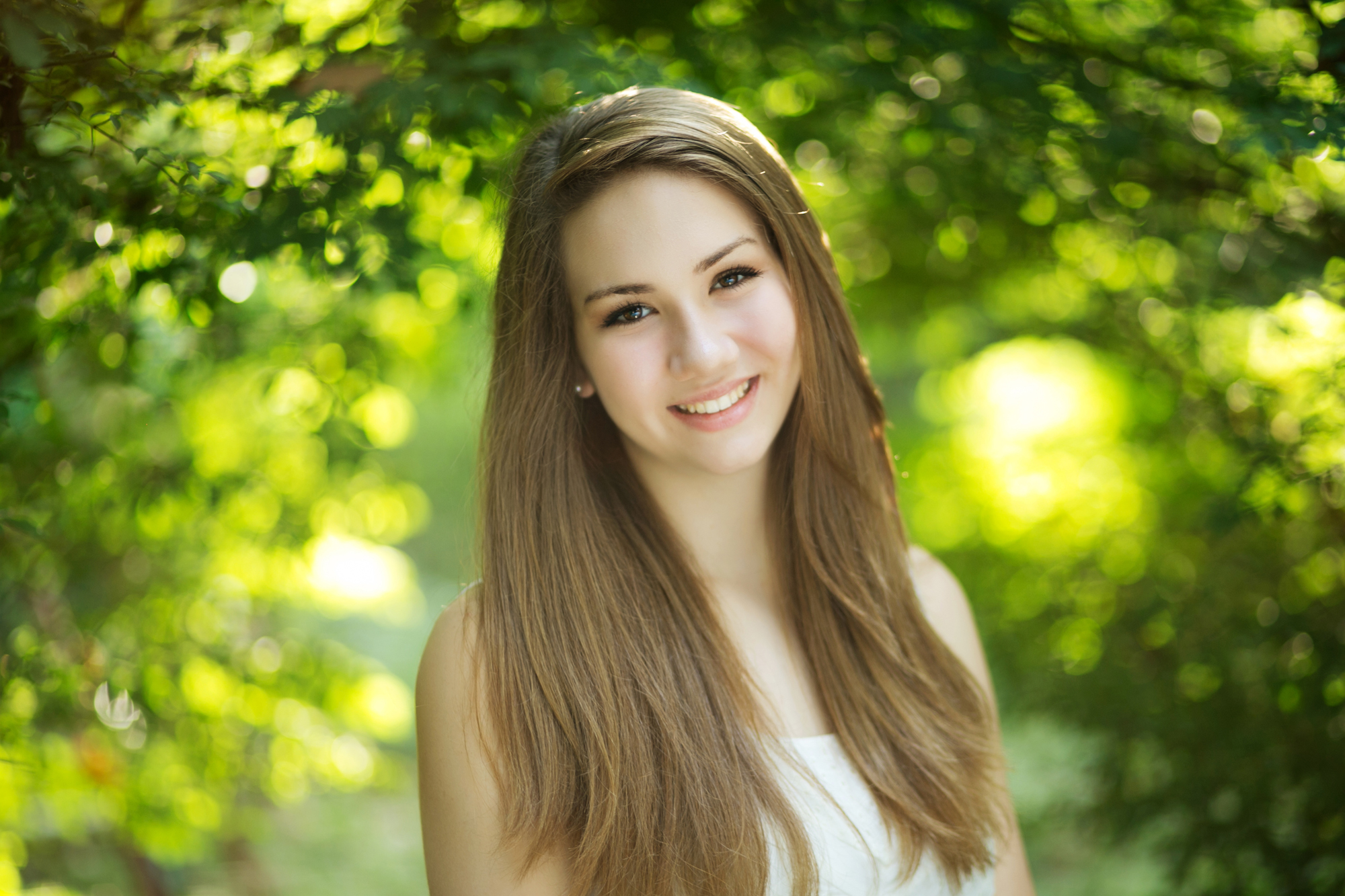 """Annika was so nice and professional. She cared about me as a person, not just a customer. Between pictures she would ask me questions about my life and what my plans were. I love the fact that SilverBox wants your personality to shine in your pictures!""      Jenna Bartok, senior"