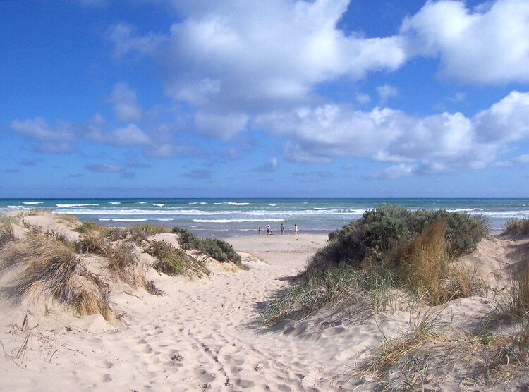Goolwa Beach with it's wide horizon - no curve here!