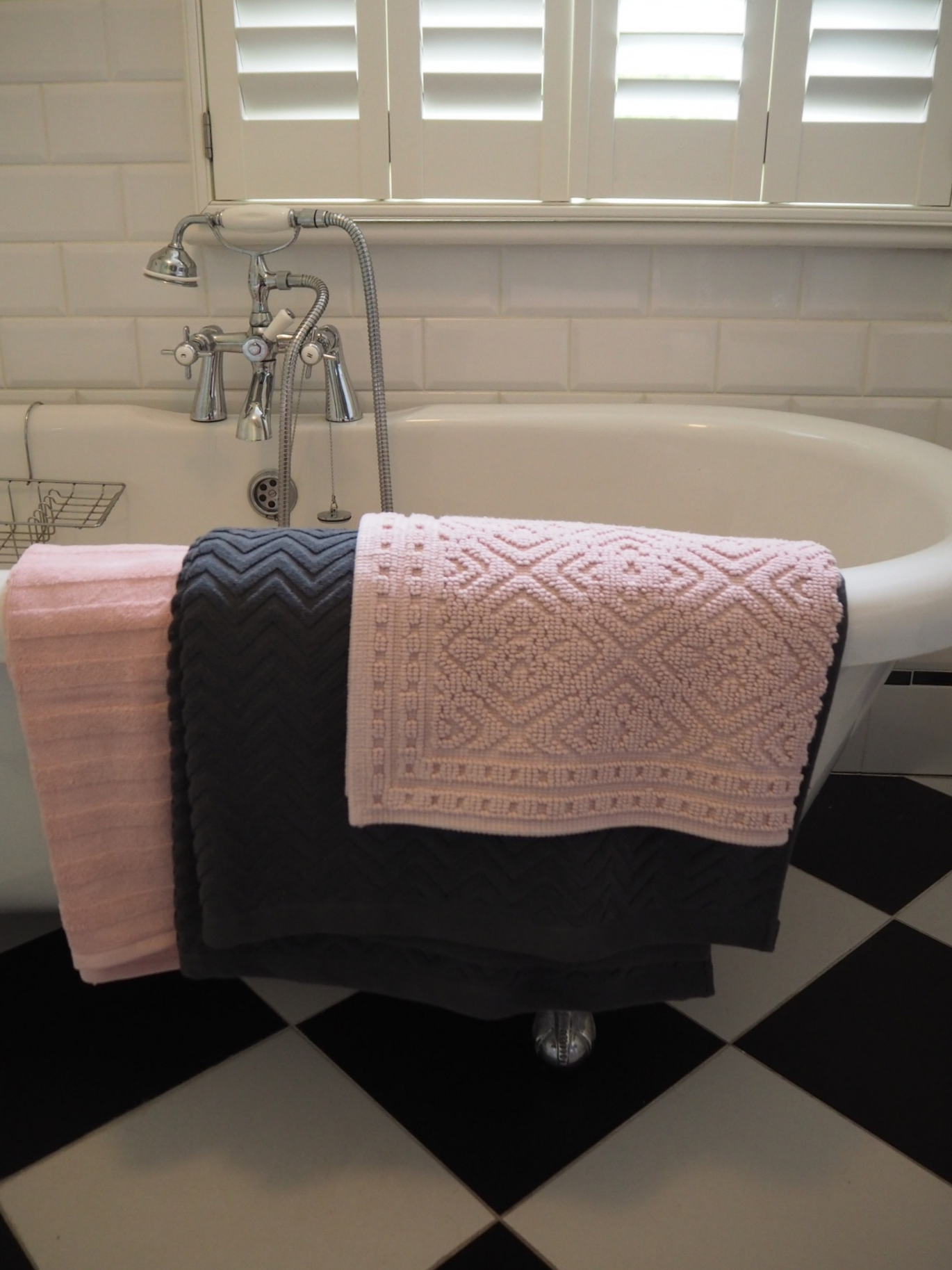 H&M BLUSH PINK AND GREY TOWELS