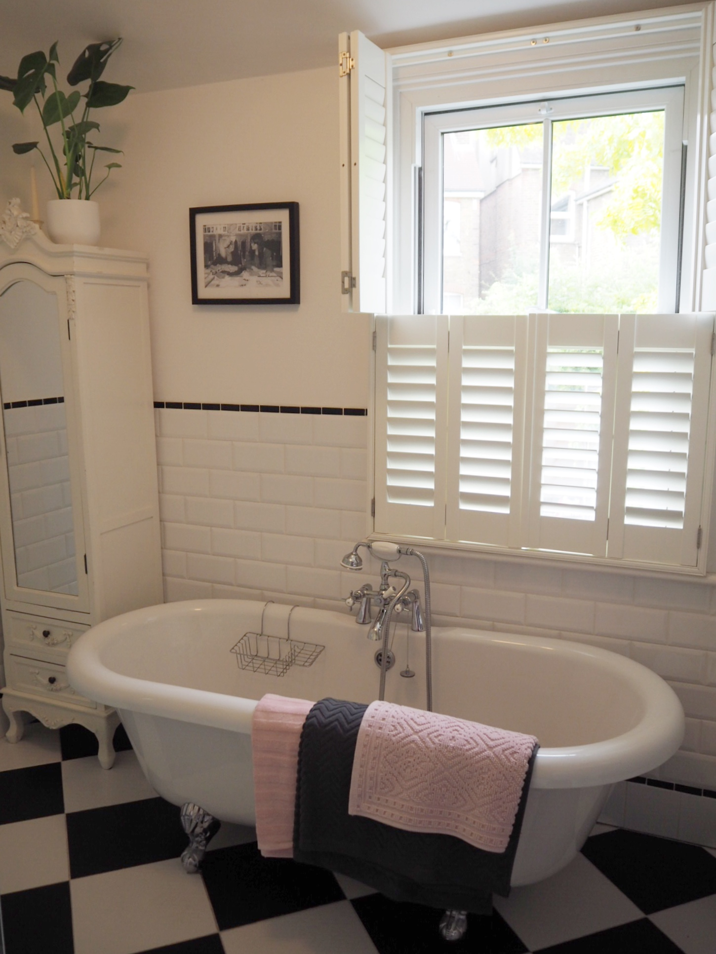 Black and white bathroom with house plants, cactus and blush and grey H&M  pink towels.